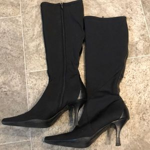 Knee high stiletto boots 🖤